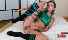 Hot Alt Girl Gets Tied Up and Horny